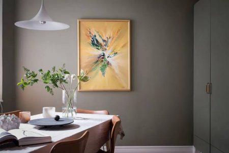 Дом с приглушени цветове