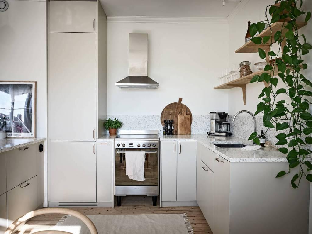 Домашен уют в бяло с бежови акценти