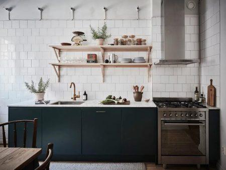 кКухня в петролно зелено